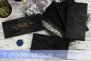 7 shades of blue … eyeshadows